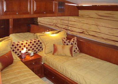 90 Hatteras sportfish yacht twin bed cabin