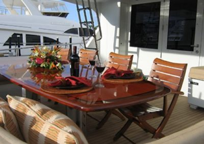 90 Hatteras sportfish yacht aft dining