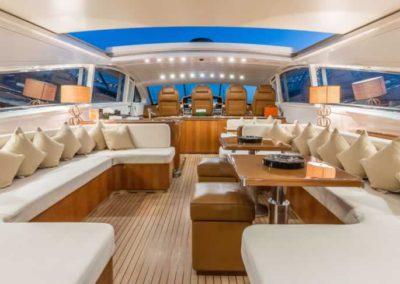 90 Leopard yacht salon