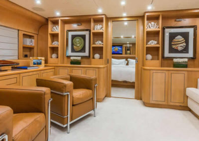 90 Leopard yacht salon lounge