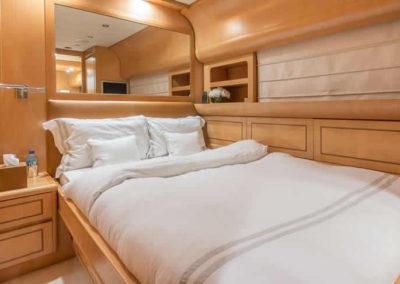 90 Leopard yacht guest cabin