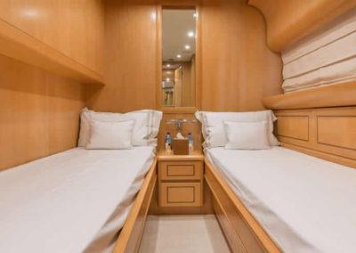 90 Leopard yacht twin cabin