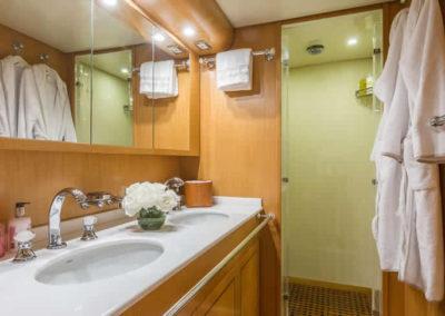 90 Leopard yacht master bathroom