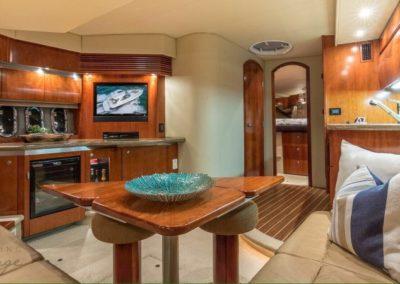 42 Cruisers yacht salon