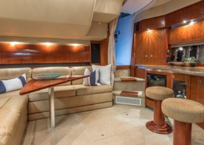 42 Cruisers yacht salon dining