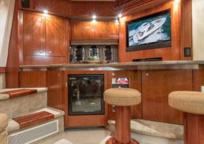 42 Cruisers yacht salon entertainment