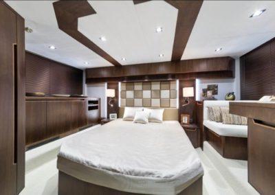 51 Galeon yacht master cabin