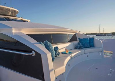 102 Hatteras yacht bow seating