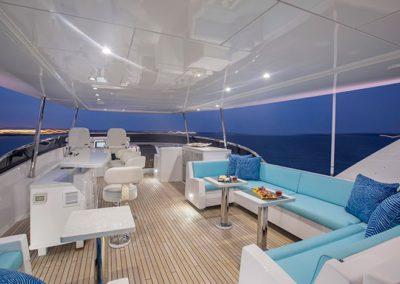 102 Hatteras luxury yacht flybridge