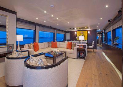 102 Hatteras yacht salon
