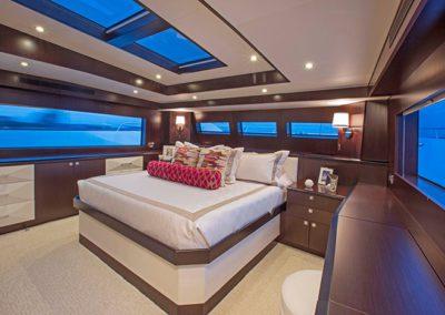 102 Hatteras yacht master stateroom