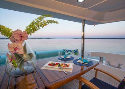 102 Hatteras yacht aft deck dining