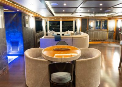 133 IAG yacht salon coffe table