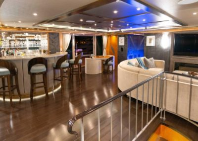 133 IAG yacht salon bar