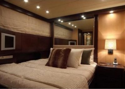 80 Mangusta yacht guest cabin