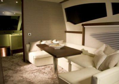 78 Numarine yacht dinette
