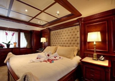 228 Oceanfast yacht master stateroom