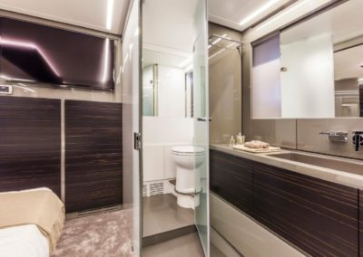 62 Pershing yacht master cabin with bathroom