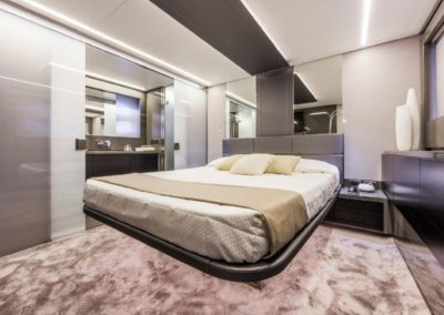 62 Pershing yacht guest cabin