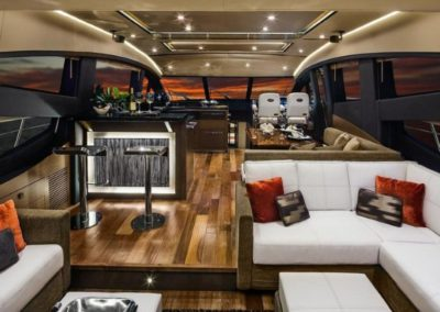 65 Searay yacht salon bar