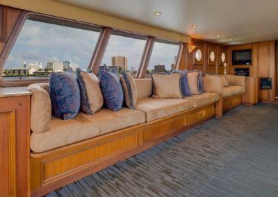91 Striker party yacht salon