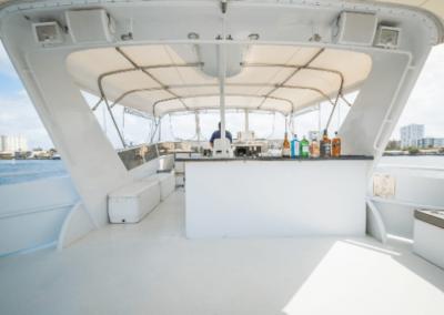 91 Striker party yacht flybridge