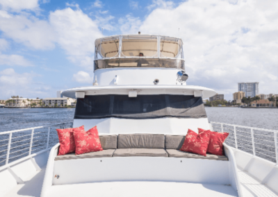 91 Striker party yacht bow seating