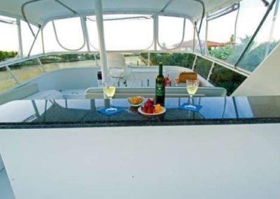 91 Striker party yacht flybridge bar