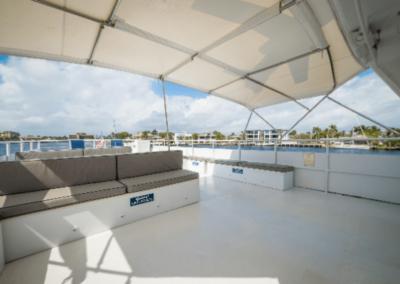 91 Striker party yacht flybridge seating