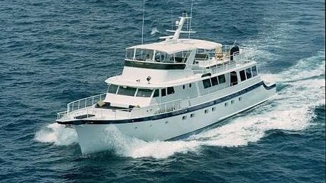 91 Striker party yacht