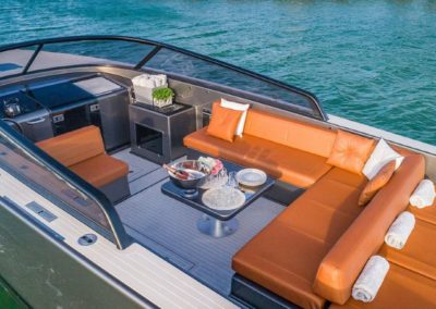 40 VanDutch yacht seating and dining