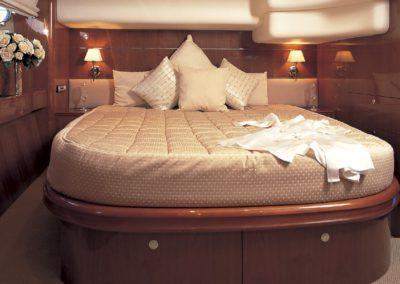 60 Viking yacht master cabin