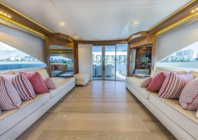 80 Dominator yacht salon