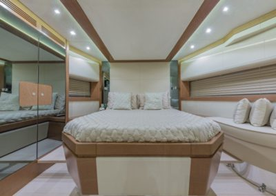 80 Dominator yacht guest stateroom