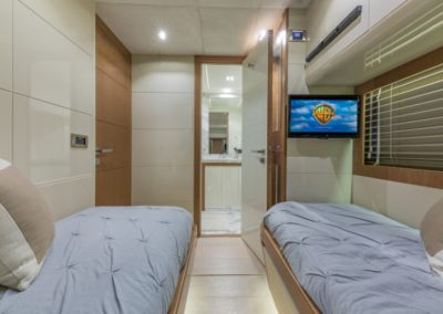 80 Dominator yacht guest cabin w/twin beds