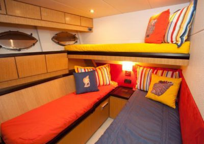 90 Eagle yacht twin cabin