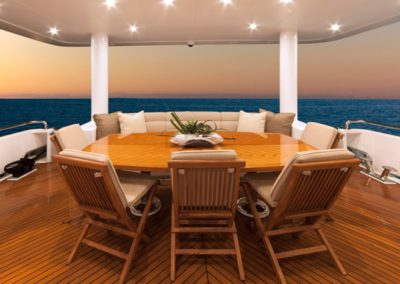 101 Hargrave yacht aft deck dining