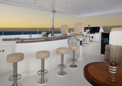 101 Hargrave yacht flybridge bar