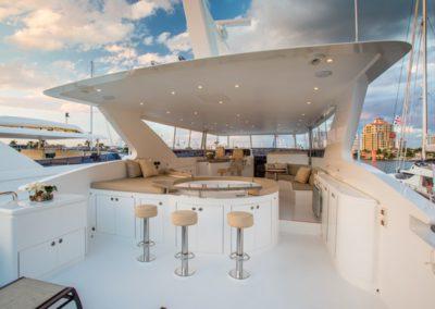 101 Hargrave yacht flybridge jucuzzi