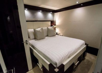 92 Lazzara yacht guest stateroom