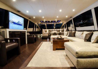 92 Lazzara yacht salon TV