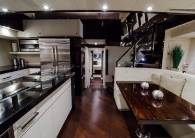 92 Lazzara yacht dinett