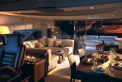 82 Sunseeker chaarter yacht salon