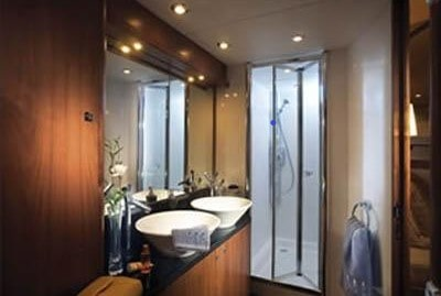 82 Sunseeker yacht master bathroom