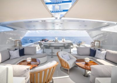 120 Trinity yacht flybridge coffe tables and seating
