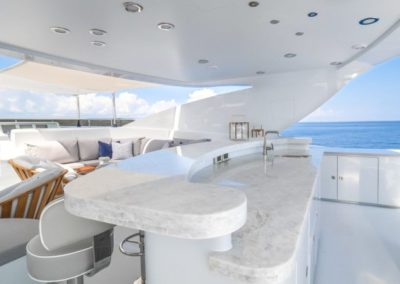 120 Trinity yacht flybridge bar