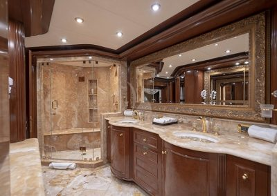 142 Trinity yacht bathroom