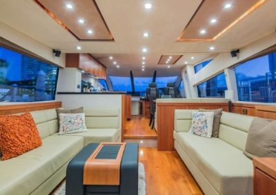 66 Sunseeker yacht salon