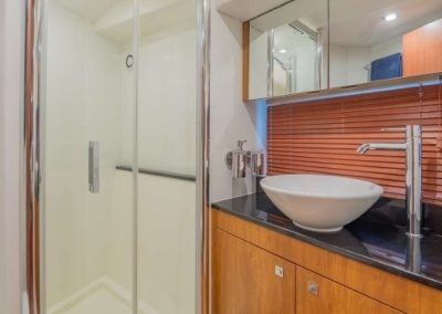 66 Sunseeker yacht bathroom