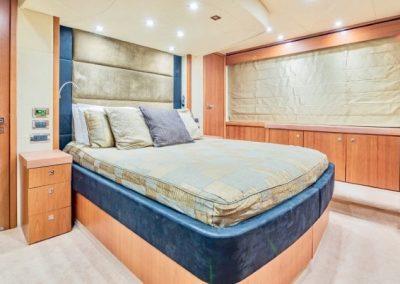 66 Sunseeker yacht VIP cabin